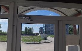 Установка доводчиков в доме по адресу ул. Ленская, 32