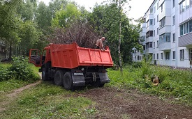 Уборка придомовой территории по адресу ул. Крупской, 82