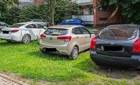 В Пермском крае вновь будут штрафовать за парковку на газонах